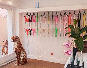 Customed hangers Beachwear store