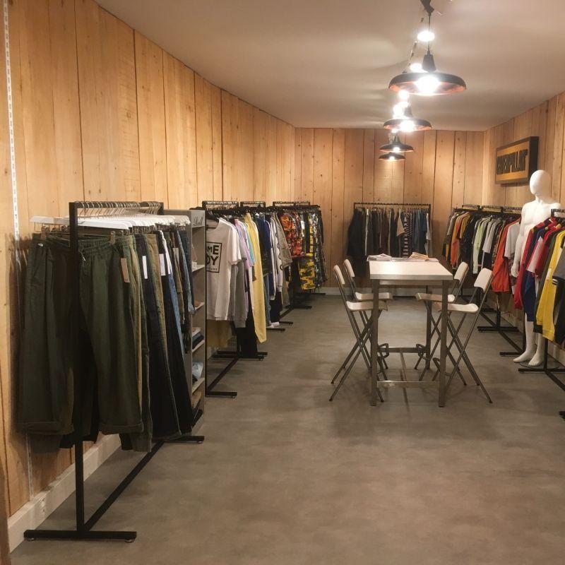 Image 3 : Portant vêtement droit pour ...