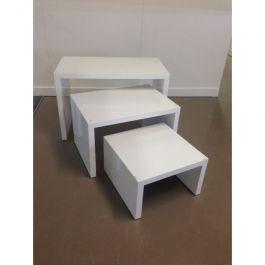 MATERIEL AGENCEMENT MAGASIN - TABLES : Lot de 3 petites tables en bois blanc brillant