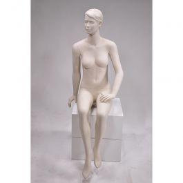 MANNEQUINS VITRINE FEMME - MANNEQUIN ASSIS : Mannequin vitrine femme assise cheveux sculptés