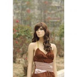 PROMOTIONS ACCESSOIRES MANNEQUIN VITRINE : Perruque pour mannequin vitrine femme couleur bruneq