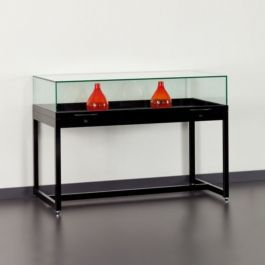 THEKENVITRINE - AUSSTELLUNG THEKENVITRINE : Schwarze vitrine mit glasglocke